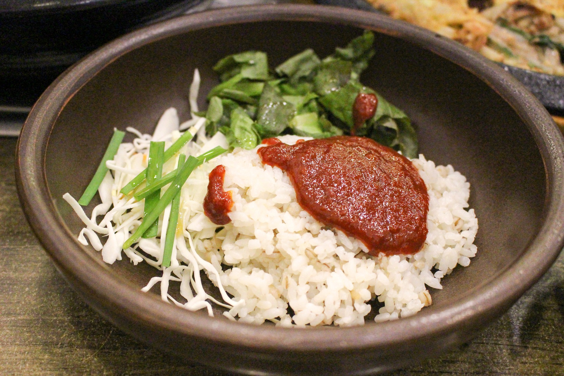 Prepare A Variety Of Korean Food With This Portable Rice Cooker